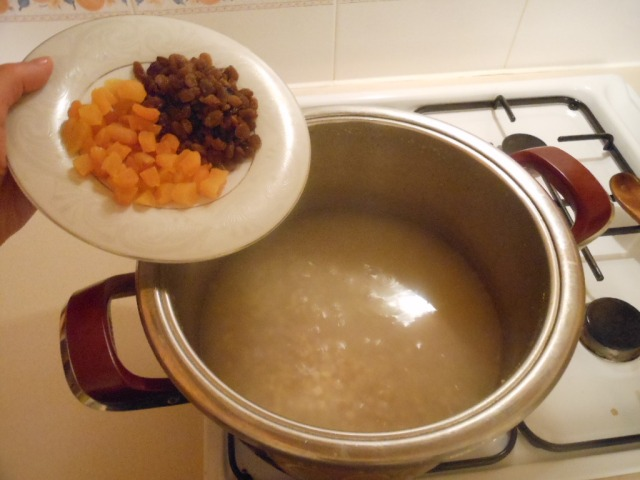 Add the apricots and sultanas, cook for 10 minutes