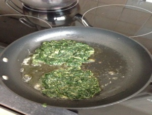 In frying pan, pour the olive oil,heat oil over medium heat . Divide the spinach mixture into 4 pieces  cook the koftas on it for 3-4 minutes.